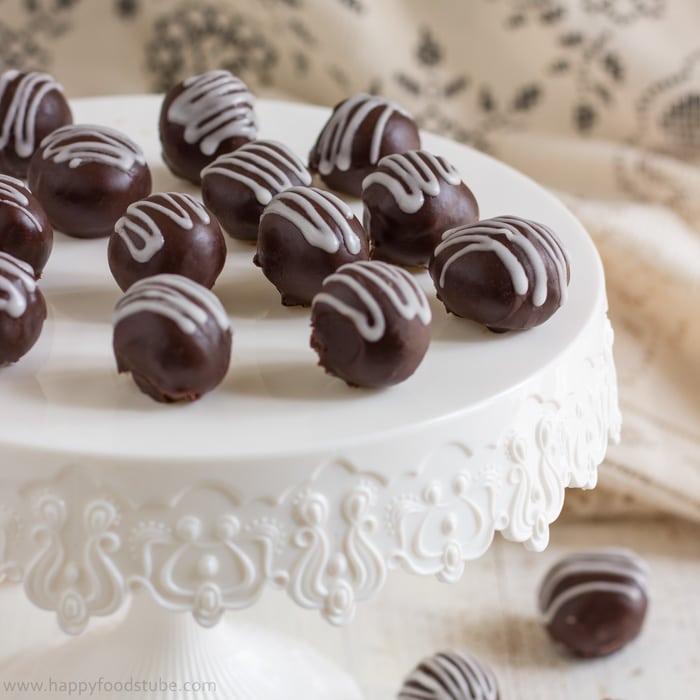 2 ingredient Dark Chocolate Truffles | happyfoodstube.com