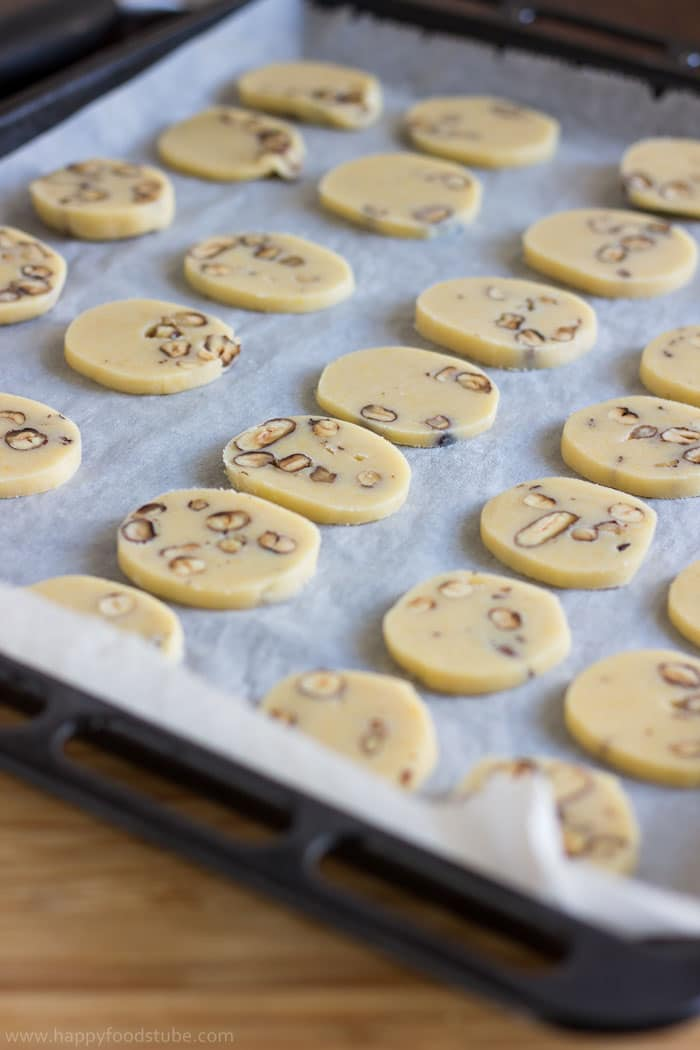 Step by step how to make Butter Cookies with Hazelnuts | happyfoodstube.com