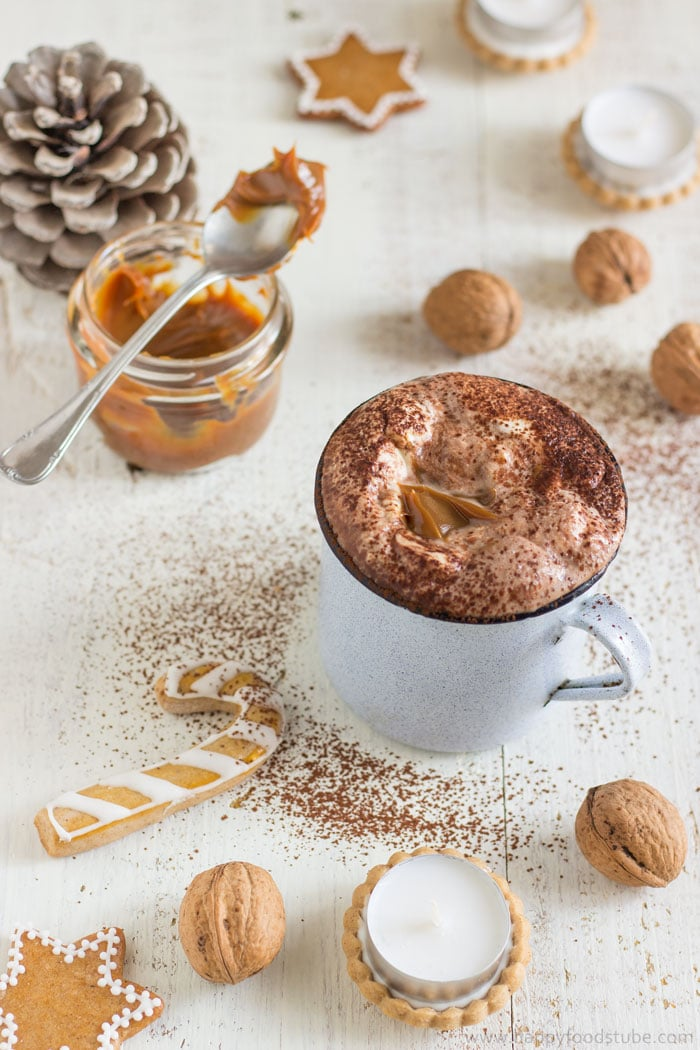 Creamy Dulce de Leche Hot Chocolate. Super easy hot drink recipe for this winter | happyfoodstube.com