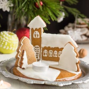 Gingerbread Christmas Candle Holder | happyfoodstube.com