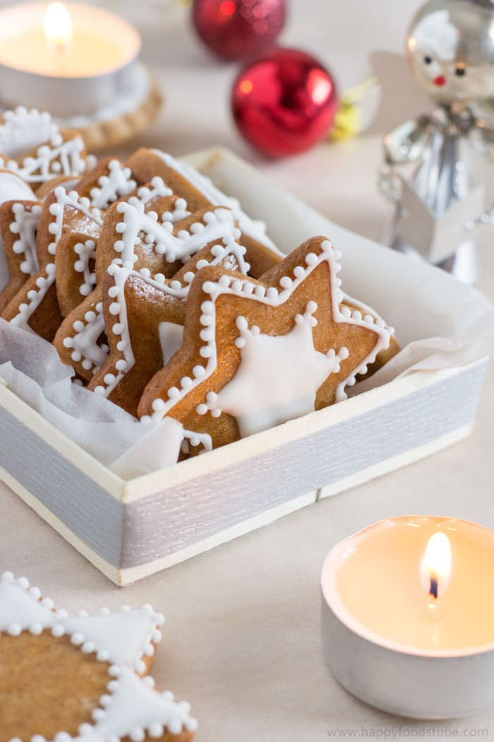 Homemade Edible Christmas Gifts - Gingerbread Cookies | happyfoodstube.com