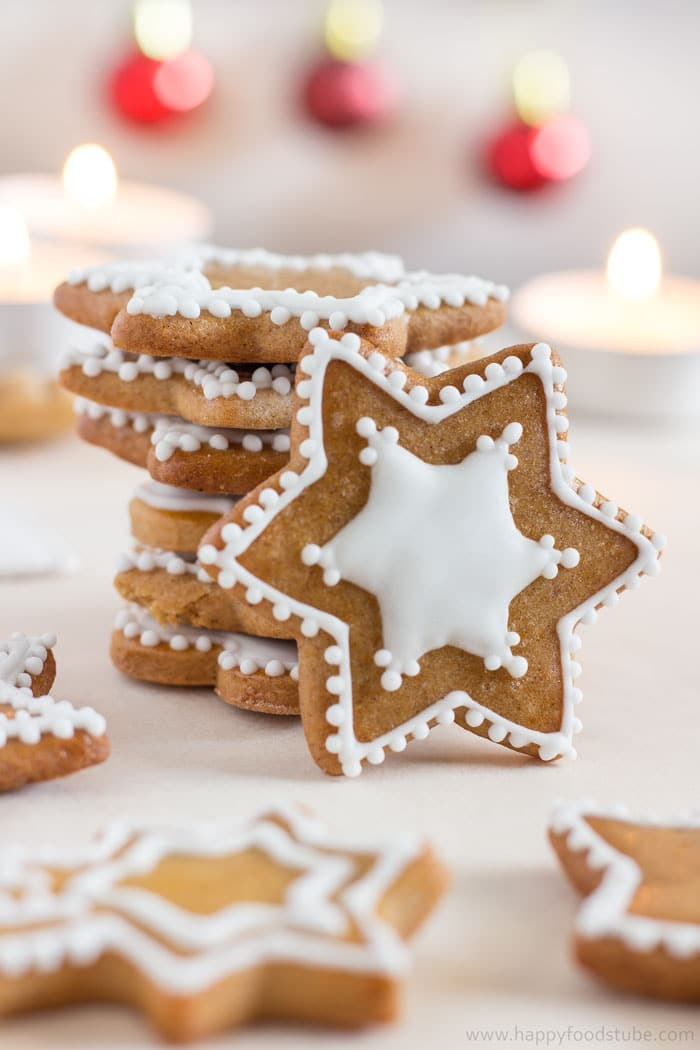 Homemade Edible Christmas Gifts - Gingerbread Cookies with White Icing | happyfoodstube.com