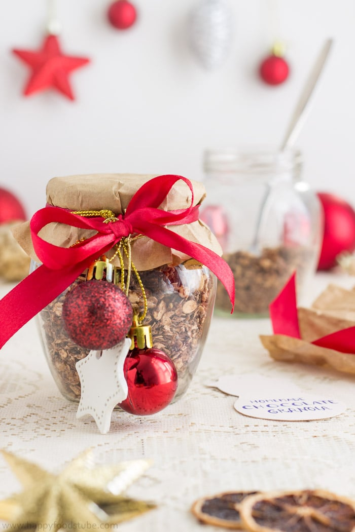 Homemade Edible Christmas Gifts - Chocolate Granola | happyfoodstube.com