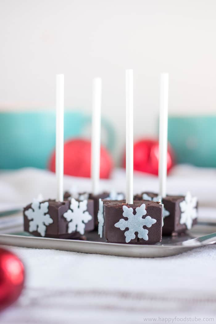 Homemade Edible Christmas Gifts - Hot Chocolate on a Stick | happyfoodstube.com