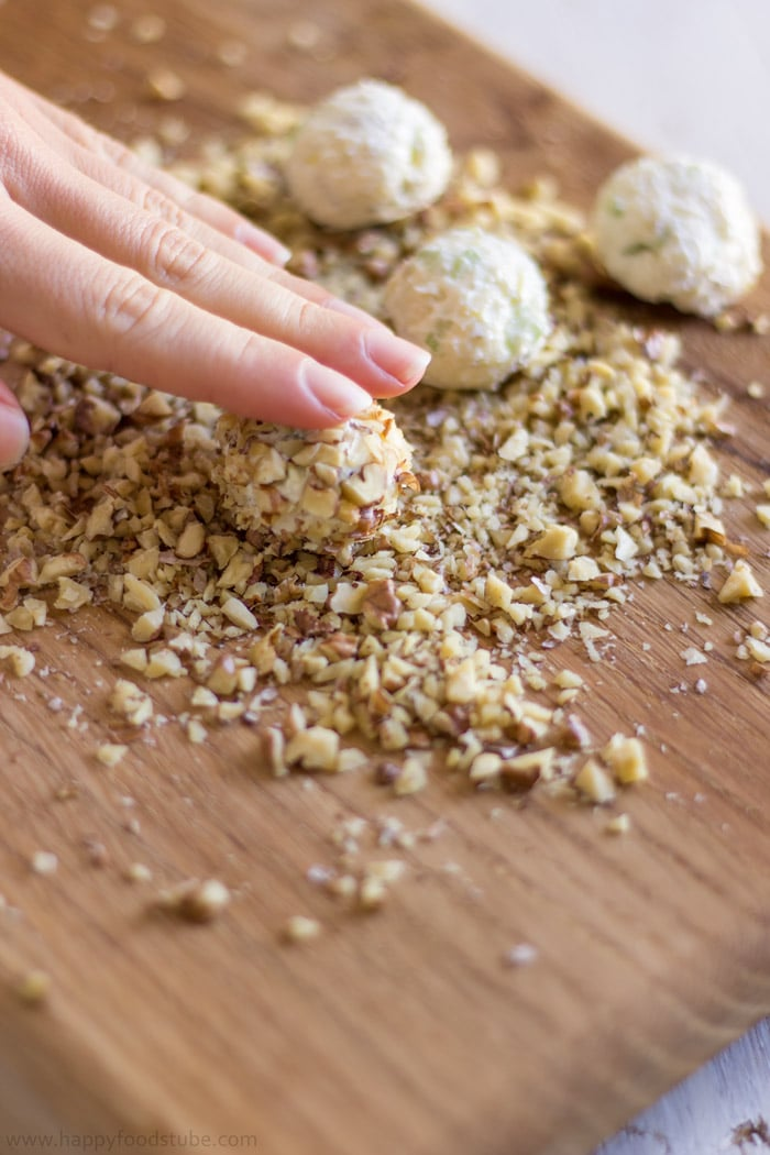 How to make Waldorf Cheese Ball Bites. Easy Party Food Recipe. Only 5 Ingredients.   happyfoodstube.com