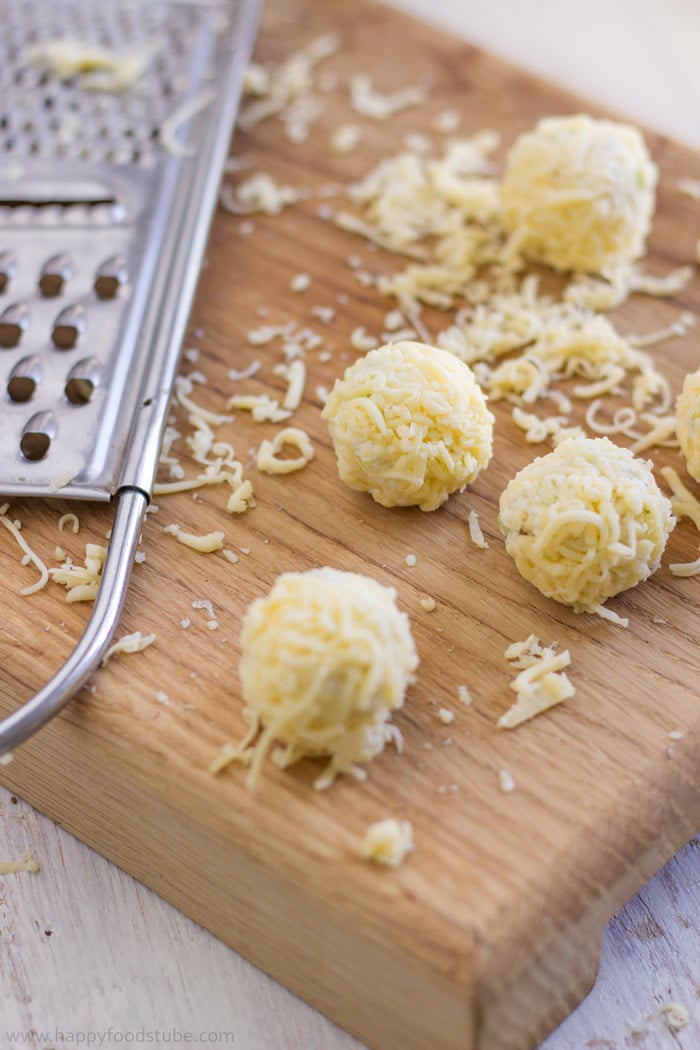 How to make Waldorf Cheese Ball Bites. Easy Party Food Recipe.   happyfoodstube.com