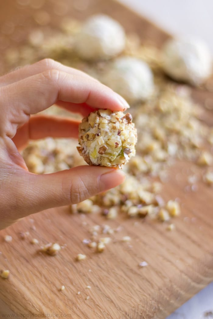 How to make Waldorf Cheese Ball Bites. Easy Party Food Recipe. Only 5 Ingredients, Ready in 25 minutes.   happyfoodstube.com