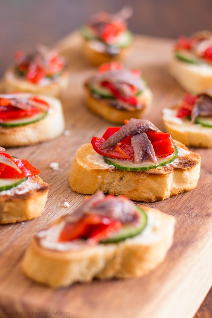 Anchovy hors doeuvres with marinated roasted peppers for Hor d oeuvres recipes