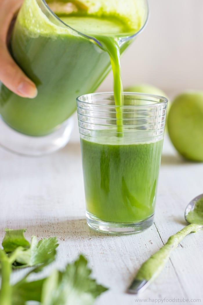Healthy Green Juice Recipe. Only 3 ingredients and ready in 5 minutes! | happyfoodstube.com
