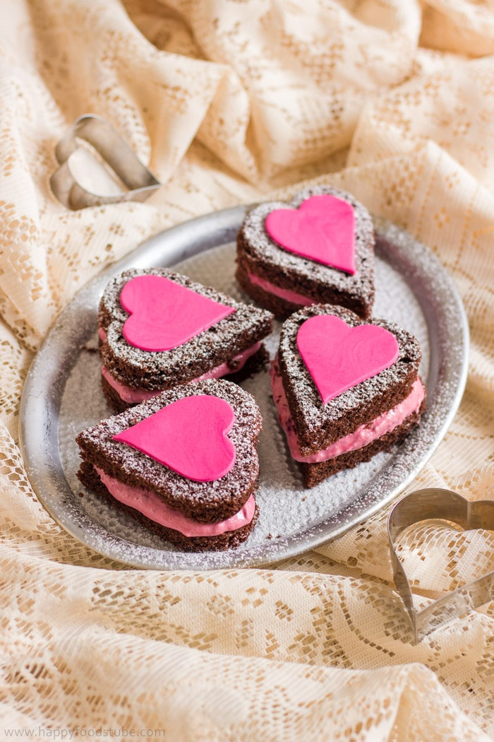 Mini-Naked-Chocolate-Cake-Hearts