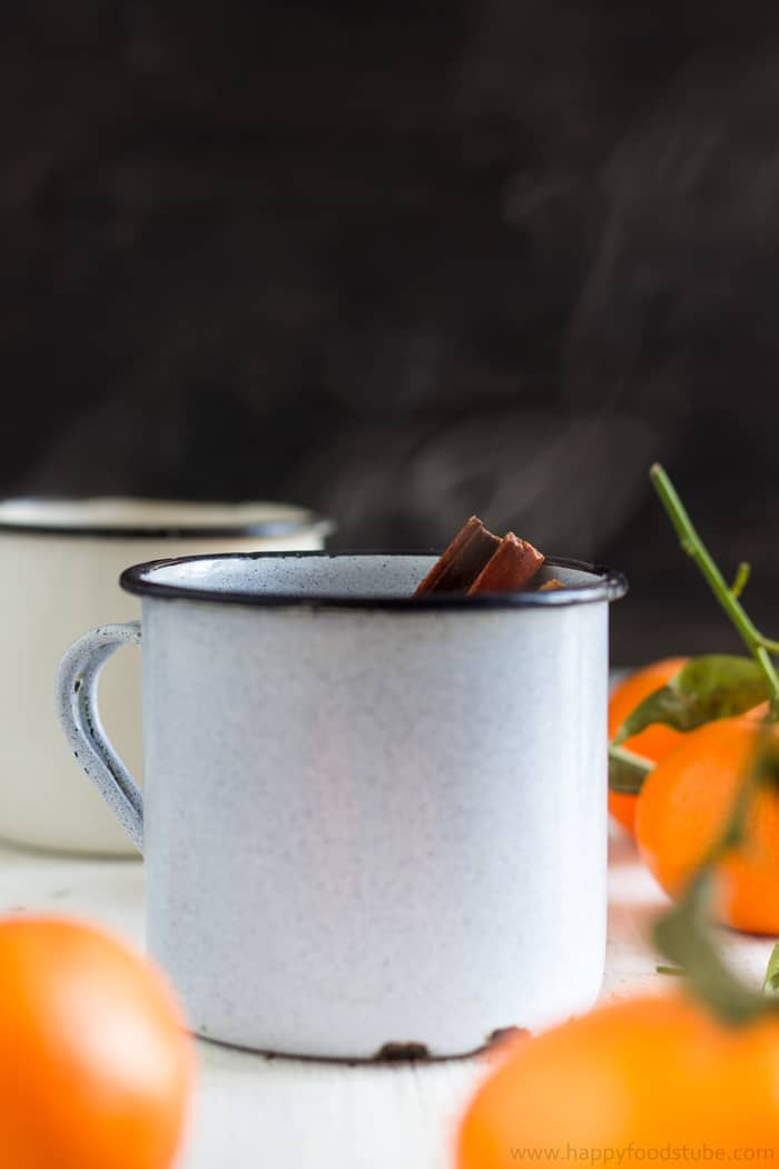 Mulled Mixed Fruit Cider with Mandarins. Perfect homemade drink recipe for cold days! | happyfoodstube.com