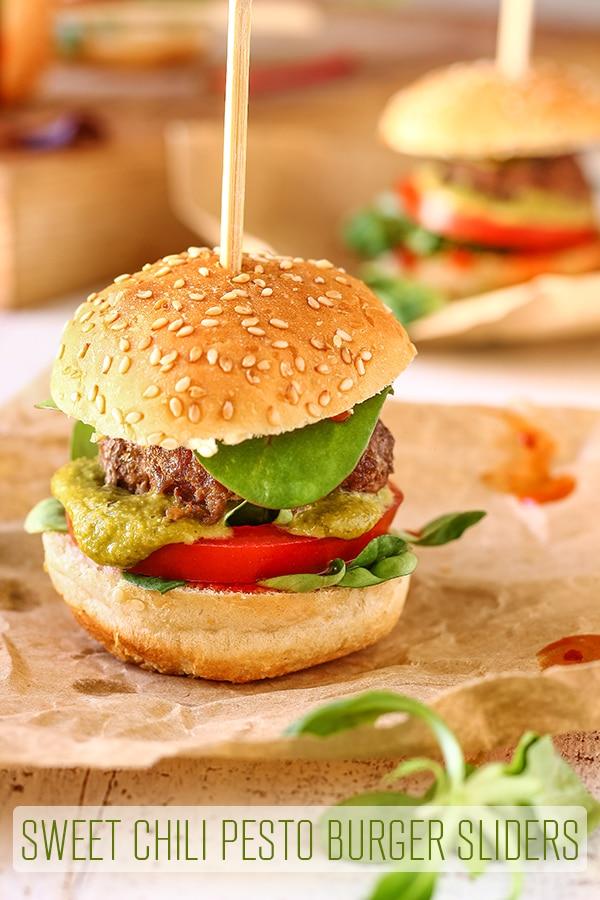 Sweet Chili Pesto Burger Sliders. Pesto burger patties, sweet chili sauce, salad leaves, pesto & tomato are sandwiched between mini burger buns. #happyfoodstube #sweetchili #pesto #burgers #recipe #sliders #homemade #appetizers #hamburgers