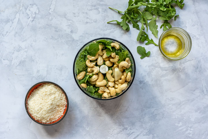 Step one how to make arugula pesto with cashews