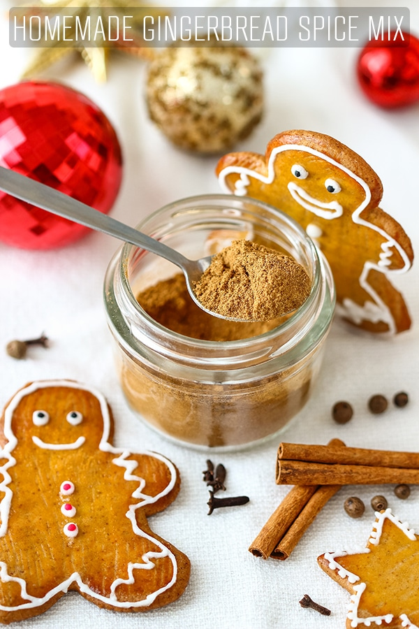 This homemade gingerbread spice mix is perfect for pancakes, muffins, quick breads or cookies. It also makes a great Christmas gift. #happyfoodstube #gingerbread #spicemix #christmas #holidays #recipe #spices #gift #homemade #festive