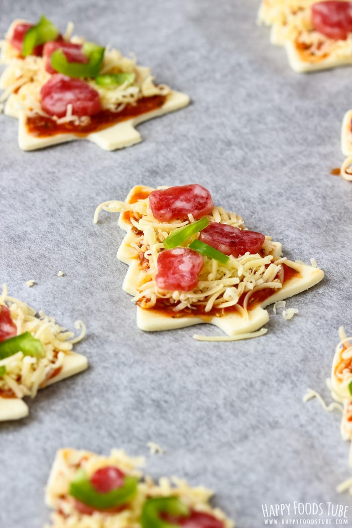How to make Mini Christmas Tree Pizzas Step 3