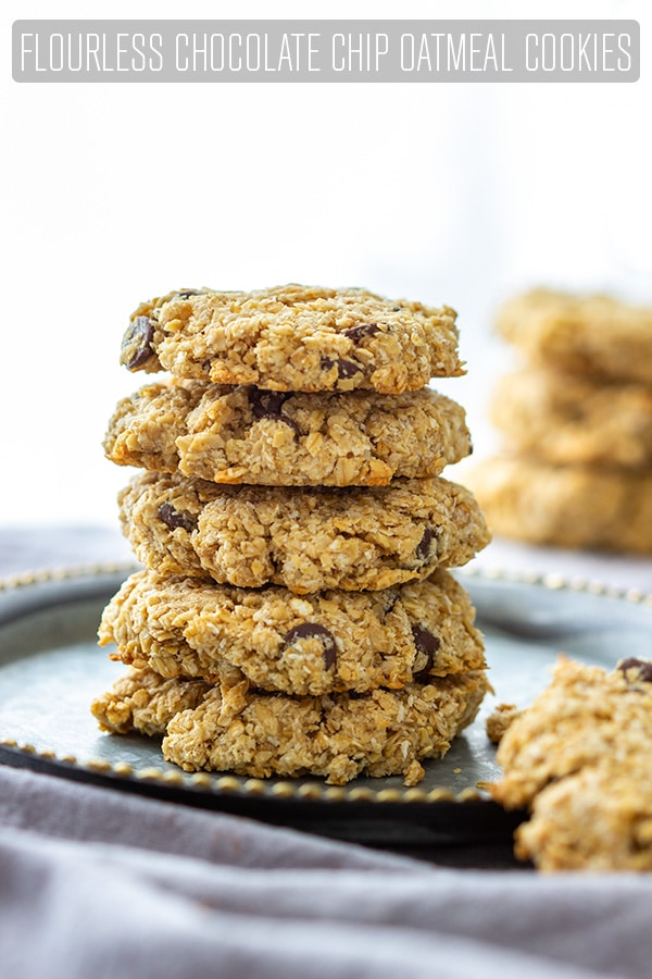 Flourless Chocolate Chip Oatmeal Cookies are ready on your table in 25 minutes! These healthy cookies are made of rolled oats, honey, almond butter, coconut, eggs and chocolate chips. #happyfoodstube #chocolate #oatmeal #cookies #flourless #baking #oats #honey #coconut