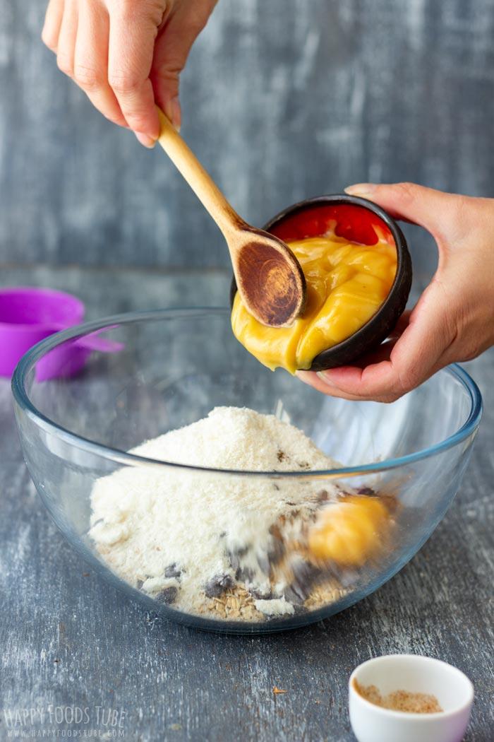 How to make Flourless Chocolate Chip Oatmeal Cookies Step 1