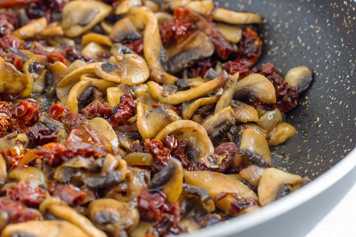 How to make Sun-Dried Tomato Spaghetti with Mushroom Sauce Step 1