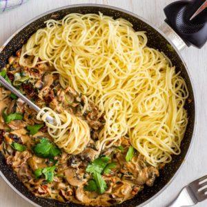 Best Creamy Mushroom & Sun-Dried Tomato Spaghetti
