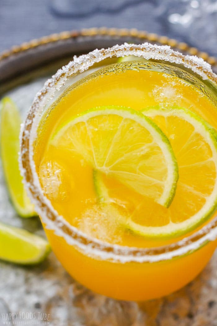 Orange Margarita with Lime and Orange Slices