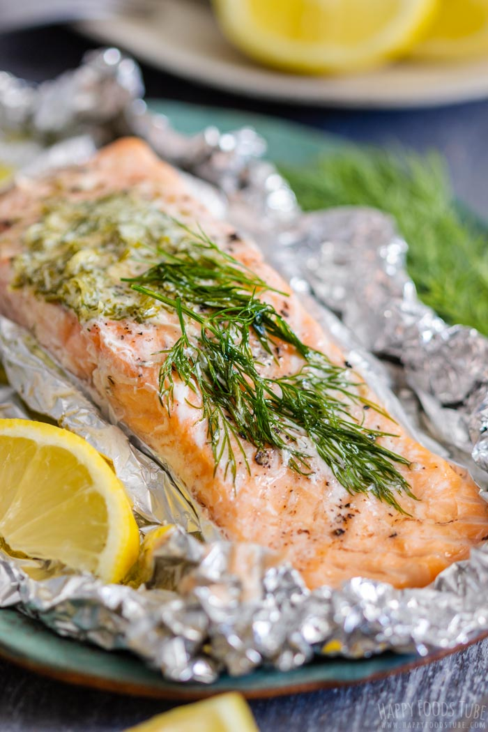 Grilled Salmon Foil Packets with Dill and Lemon