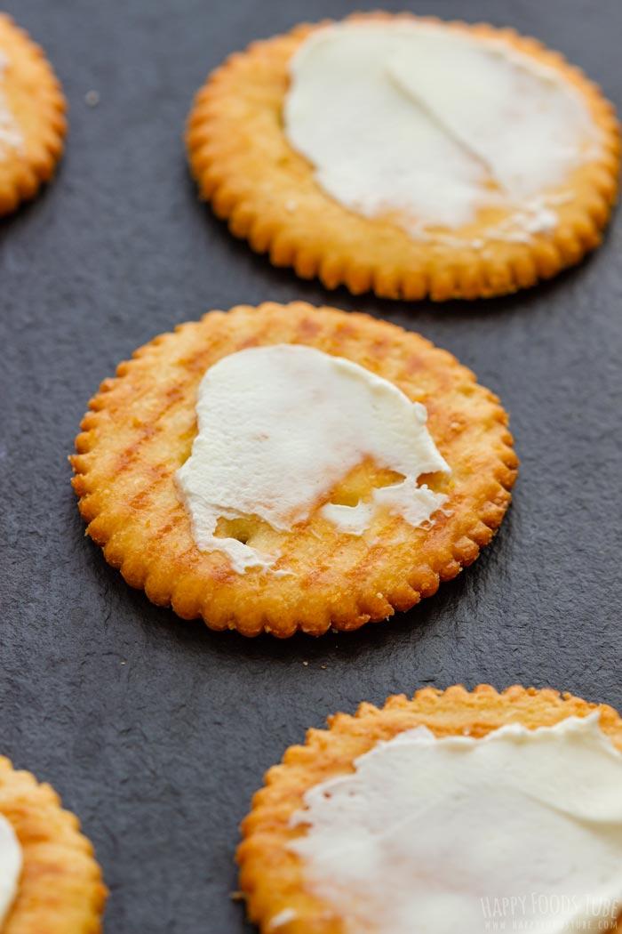 How to make Halloween Ritz Cracker Snacks Step 1