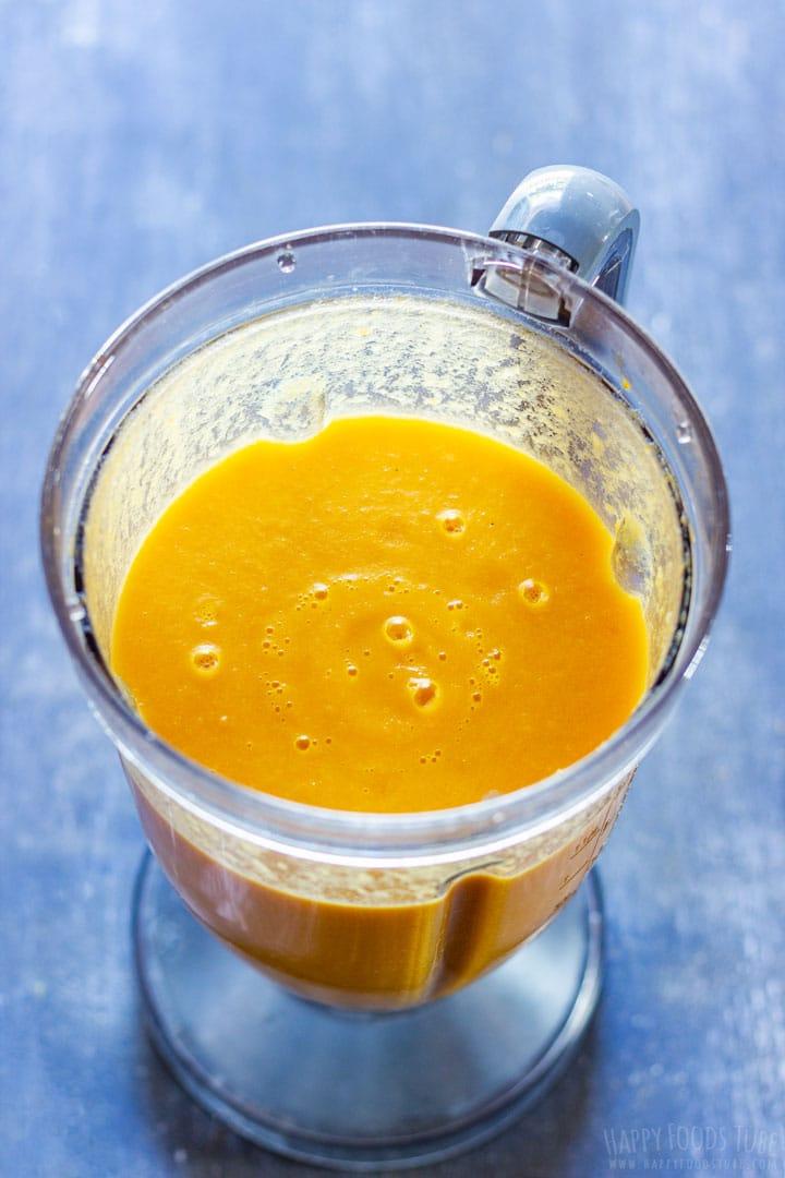 Carrot soup in the blender
