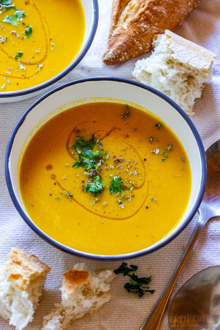 Vegetarian roasted carrot soup