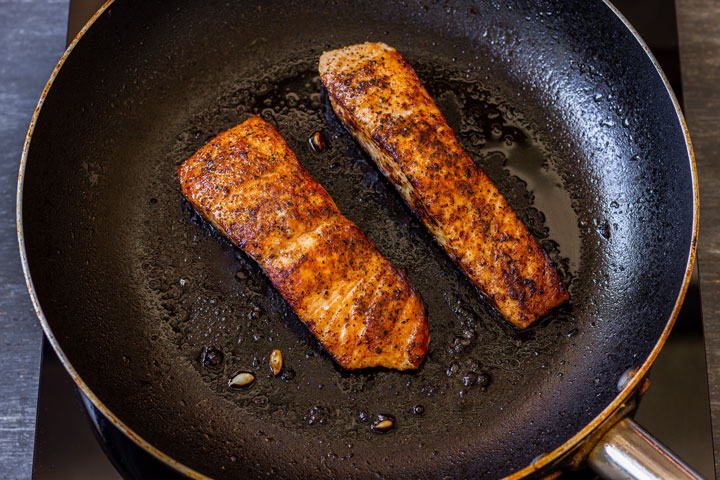 Cooking salmon fillets on the pan