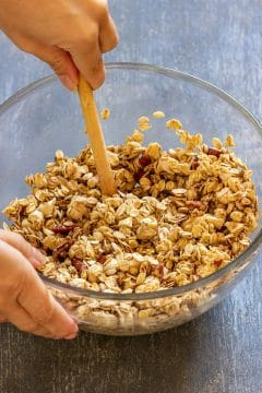 In a mixing bowl, combine rolled oats, pecans, cashews and cinnamon