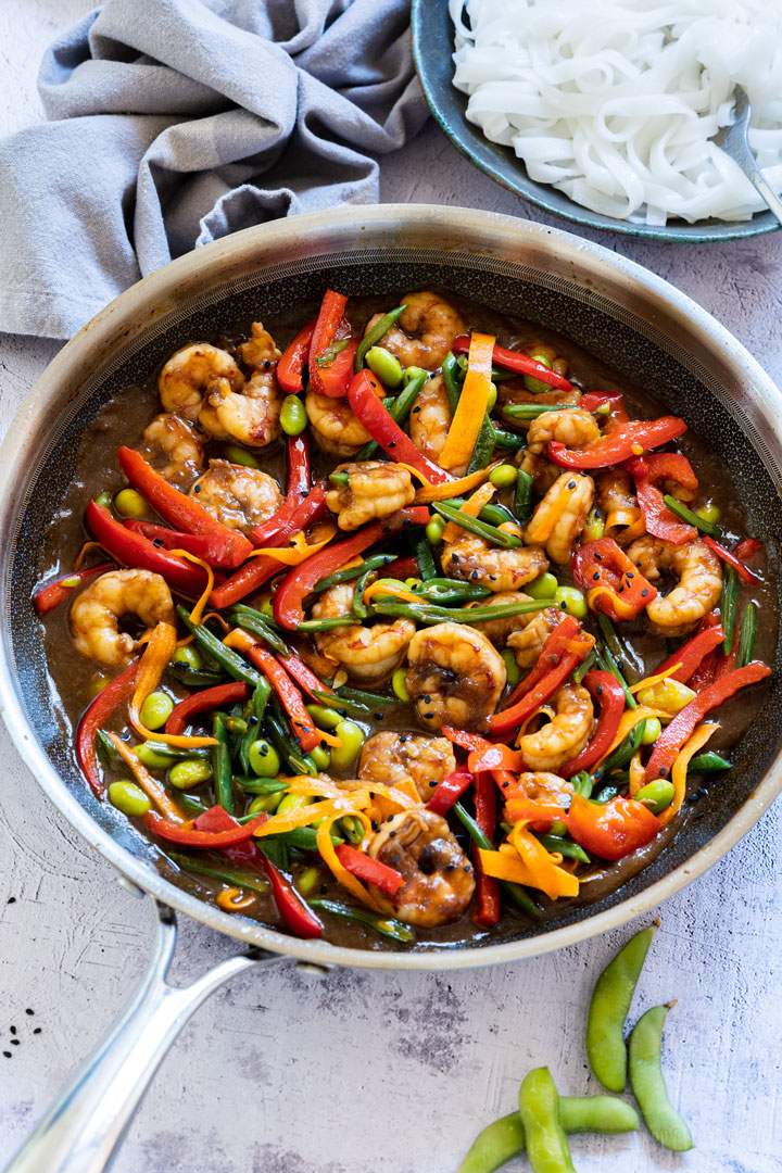 Shrimp stir fry with edamame beans, peppers and carrots