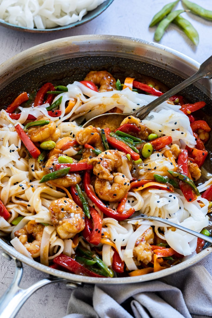 Stir fry with shrimp and noodles on the pan